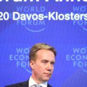 El presidente del Foro Económico Mundial (FEM), Borge Brende, asiste a una rueda de prensa antes de la reunión anual de Davos. Reuters